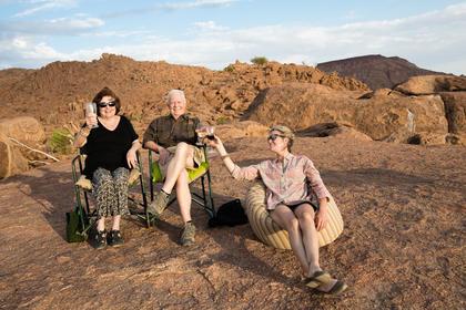 _LM46057 Dede, Hal & Bert - Mowani Sunset Point